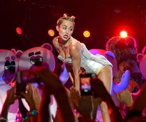 miley cyrus, wcs, and we can't stop image