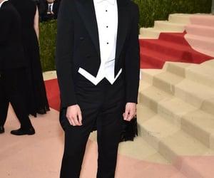 tom hiddleston and met gala image