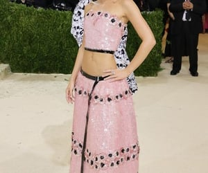 belleza, lily rose depp, and alfombra roja image