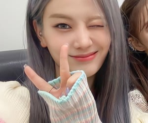 close up, selca, and fromis_9 image