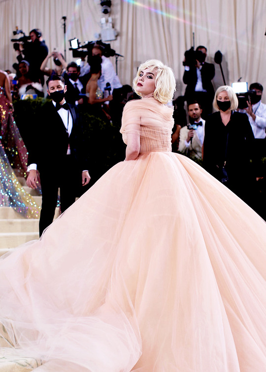 dress, glam, and red carpet image