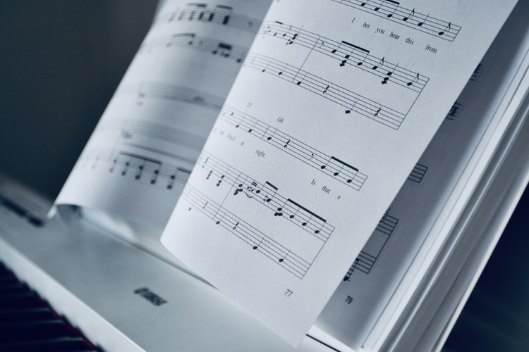 article and free piano music sheet image