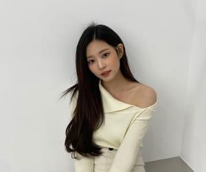 kpop idol, yena, and iz*one image