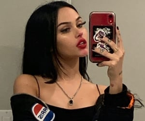 theme, maggie lindemann, and rp image