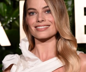 margot robbie, chanel, and event image