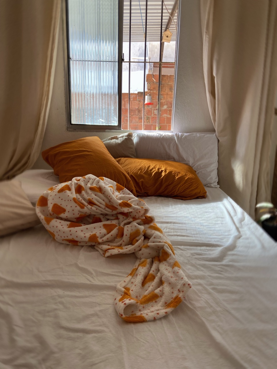 autoral, bed, and bedroom image