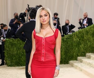 fashion, addison rae, and red image