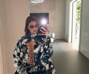 body, jenner, and kylie jenner image