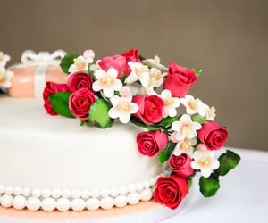 cake, redroses, and blanco image