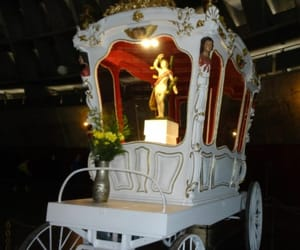 horse drawn carriage, 17th century carriage, and royal carriage image