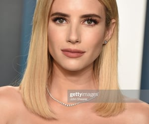 actress, blonde hair, and red carpet image