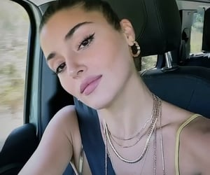 actress, handeercel, and love is in the air image