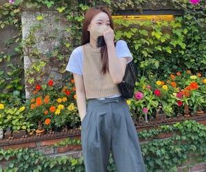 ioi, yoo yeonjung, and cosmic girls image