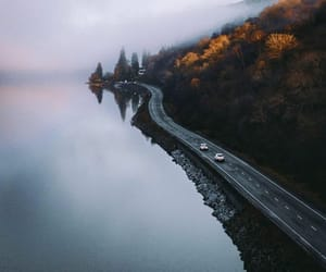 Moody matin conduit vers le nord. Quelle est votre route écossaise préférée à conduire ?