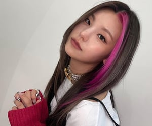 hair, k-pop, and itzy image