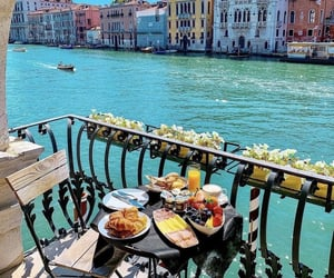 Breakfast with a view in Venice