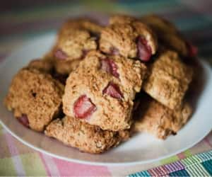 Cookies with strawberries