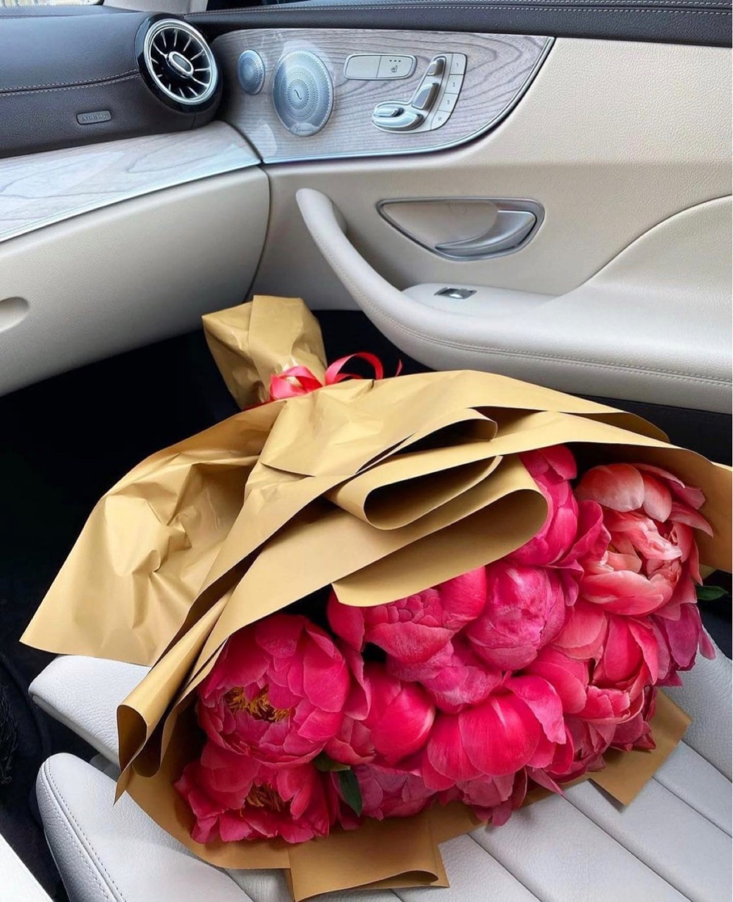 beautiful, luxurious, and bouquet image