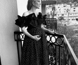 baby bump and lily rabe image