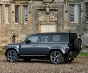 SUV and land rover defender image