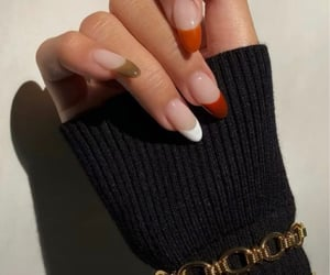 ahhh, gorgeous, and nails image