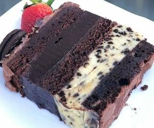 cozinha, bolo de chocolate, and fatia de bolo image
