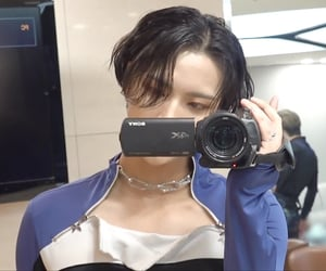 k-pop, kpop, and mirror image