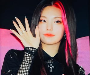 preview, itzy, and yeji image