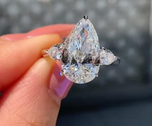 engagement ring, 5 ct, and pear diamond image