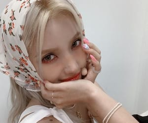 jeon soyeon, yeh shuhua, and cho miyeon image