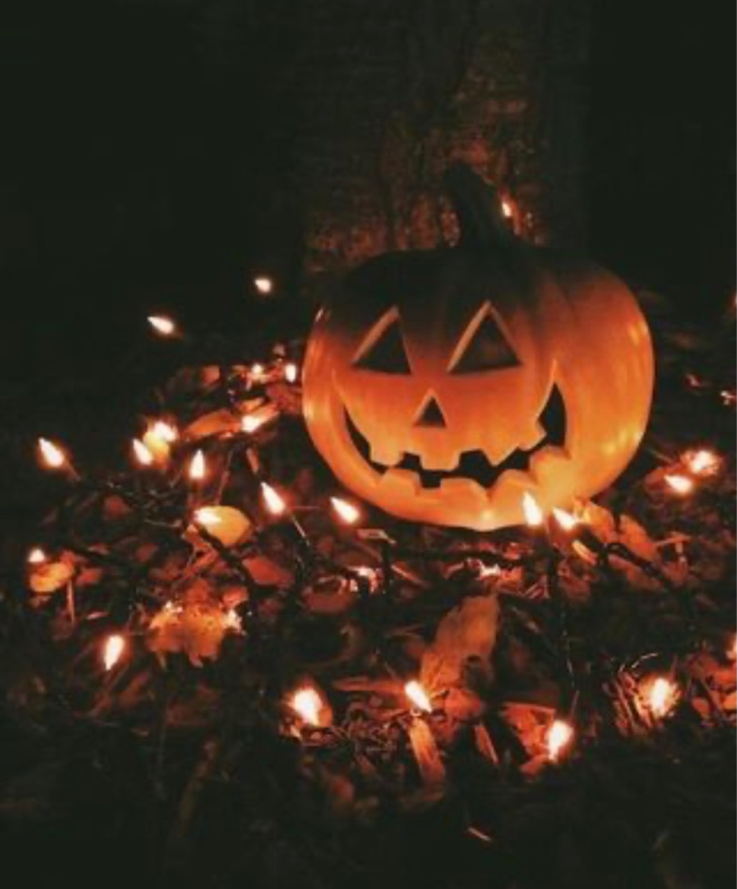 article and halloween' image