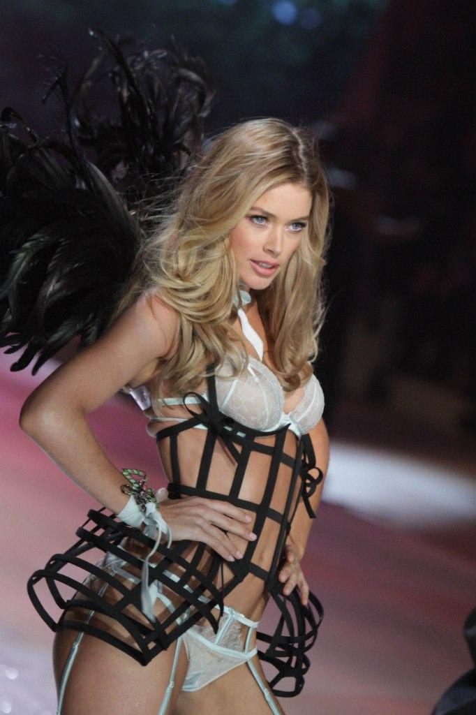 Adriana Lima, Victoria's Secret, and article image