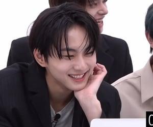 his laugh is sooo cuute