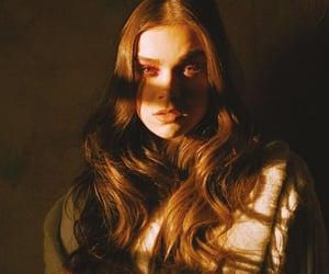 hailee steinfeld and girl image