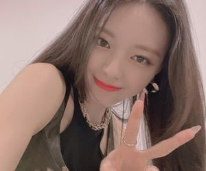 icon, itzy, and kpop image