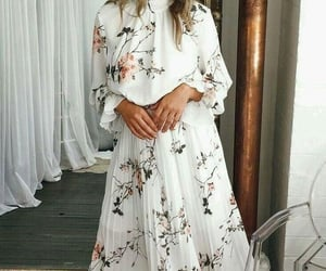 Blanc, dress, and Fleurs image
