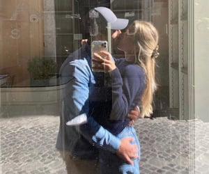 couple, kiss, and boyfriends image