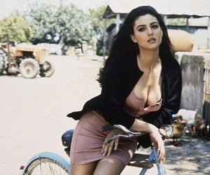 actress, bellucci, and women image
