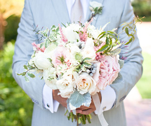 pastels, roses, and wedding boquet image