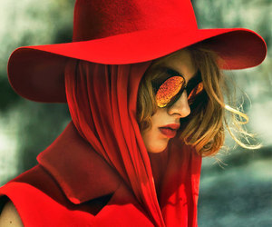 red and hat image