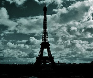 paris and the eiffel tower image