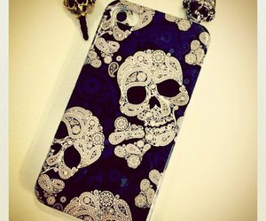skull and iphone image