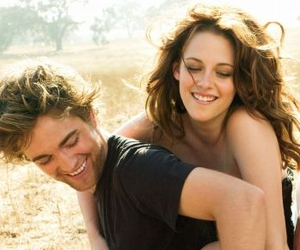 kristen stewart, robert pattinson, and twilight image
