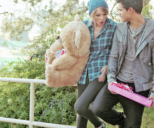 Taylor Swift, Taylor Lautner, and couple image