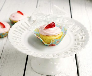 dessert and cupcakes image