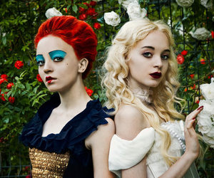 alice in wonderland and white queen image
