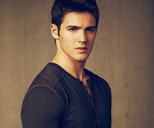 jeremy gilbert, the vampire diaries, and steven r. mcqueen image