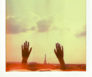 hands and paris image
