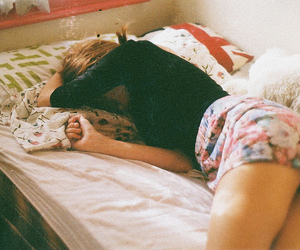 girl, vintage, and bed image