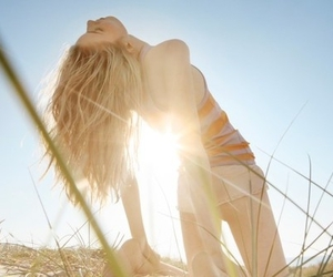 girl, sun, and blonde image